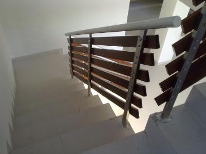Barandales de aluminio y cristal barandal de cristal for Barandales de aluminio blanco