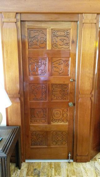 Royal mayan for Puertas de madera habitaciones